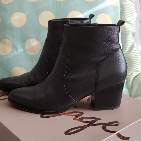 Black ankle boots. 6.5